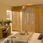 traditional-fitted-bedroom-glass-doors-fiited-dreasser-unit-montana-oak