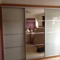 white-mirror-sliding-wardrobe