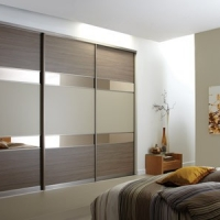 shiny-sliding-door-wardrobe